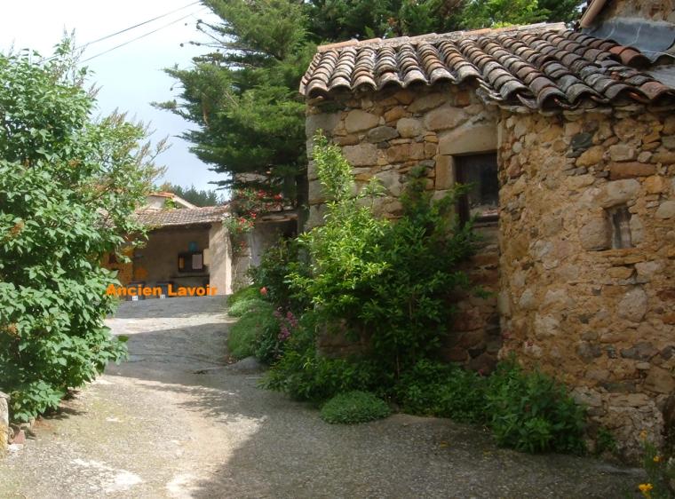 Ancien lavoir du hameau de brès