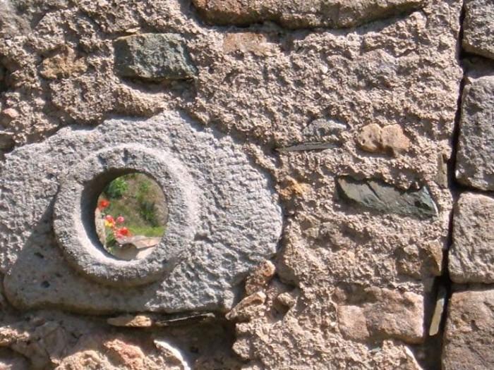 Locations à Brès à 2kms de la cure dans maison en pierres apparentes
